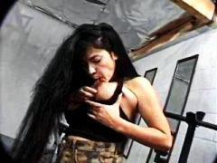 grote prachtige vrouw, brunette, ejaculatie