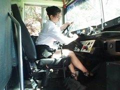 فيكتوريا جيفينز, شرجى, ولد, في الحافلة, بنات مدارس