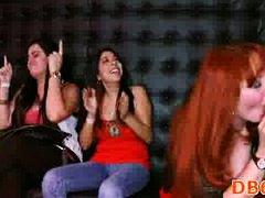مص, نساء كاسيات ورجال عراه, سكارى, مجموعات, نساء هائجات