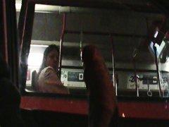 في الحافلة, تعرى علناً