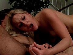 loura, boquete, garganta profunda, masturbação, raspada, engolir, sexo a três
