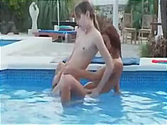 السمراوات, نكاح اليد, خارج المنزل, حمام السباحة