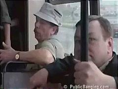 السمراوات, في الحافلة