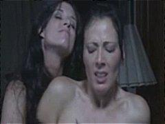 نساء مسيطرات, سحاقيات, قضيب جلد