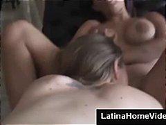 2 тёлки - 1 парень, домашнее порно, лесбиянки