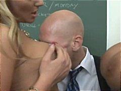 Carmella Bing, Phoenix Marie, boquete, peitudas, esporrada, 2 mulheres 1 homem, esporra, oral