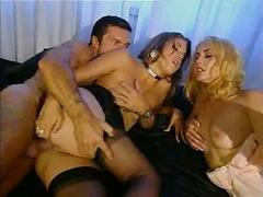 анал, в чулочках, секс втроем