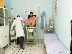 نهود كبيرة, الطبيب, مسنات, طبيب النساء, غريب جداً