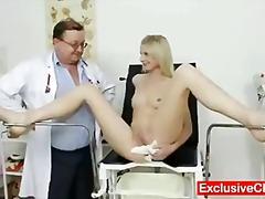 شقراوات, طبيب النساء, غريب جداً, طبيبات, منظار