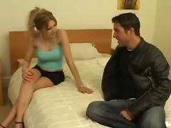 على السرير, شقراوات, زوجان, نهود كبيرة