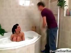نيك ولد في الحمام