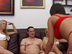 gostosa, ela vestida ele nu, sexo em grupo, hardcore, lingerie, tanga, striptease