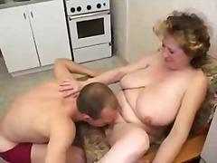 ولد, أول مرة, في المطبخ, خبيرات, أمهات