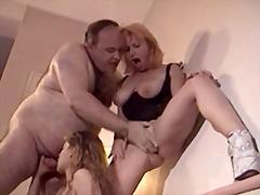 жесткий секс, нижнее белье, секс втроем