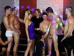 ثنائيو الجنس, جنس جماعى, خولات بعضلات, الجنس فى مجموعة