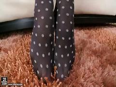 أليتا أوشين, شقراوات, السمراوات, حب الأرجل